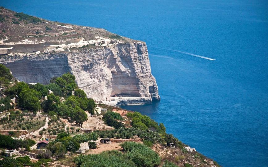 Malta-beach-Dingli-beach